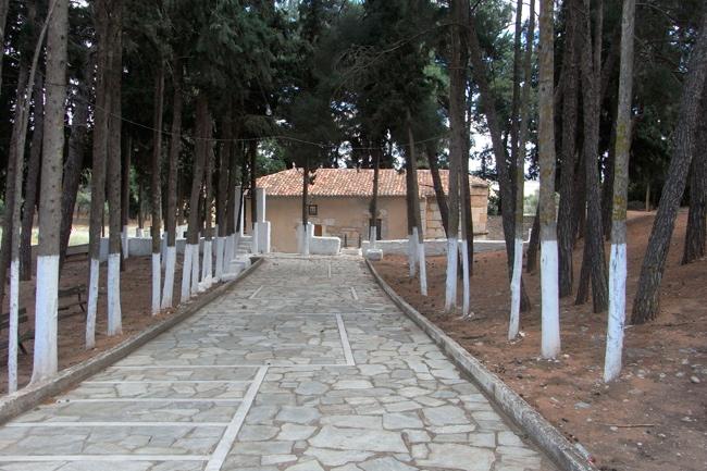 Ιερός Ναός Αποστόλων Πέτρου και Παύλου στα Λεύκτρα